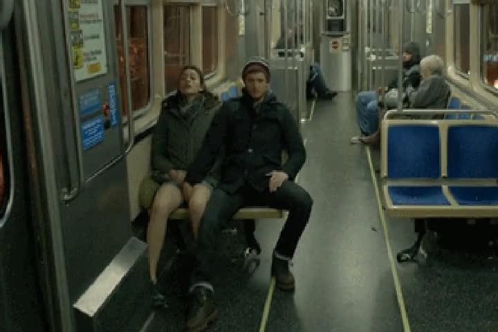 v-avtobuse-parni-video